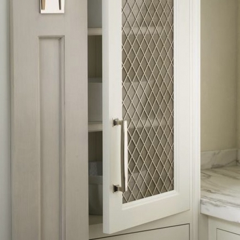 Enhance your project with beautiful decorative grilles. From kitchen cabinets to drawer fronts, our options allow you to create distinct designs with stylish textures. Available in a range of finishes. Contact us today for quotes 🦁✨