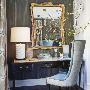 """This tucked-away writing nook, featuring our beautiful bronze bail pull (PU-155), is a great example on how to create simple yet striking vignettes throughout your home. Find more interior design inspirations on @jeffandrewsdsgn new book """"The New Glamour"""" and contact us for the best residential and furniture hardware made in Europe 🦁✨"""